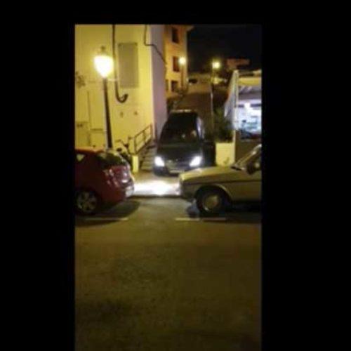 Ville unngå trafikk – kjørte bil ned trapp