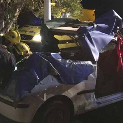 Kvinne døde etter bilkrasj