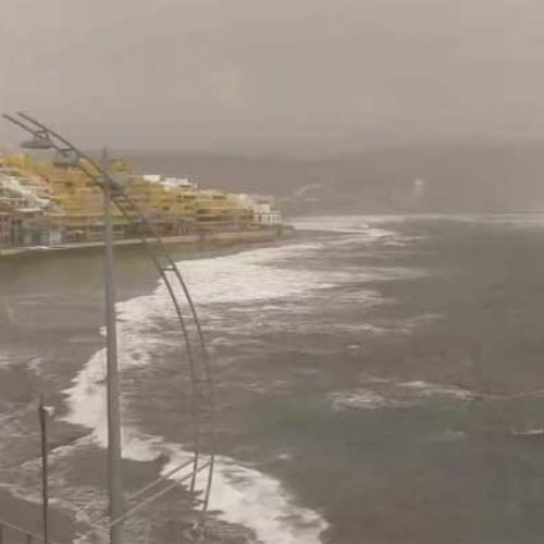 Værkaos på Kanariøyene: Snø i fjellet, sterk vind ventet, samt regn og storm